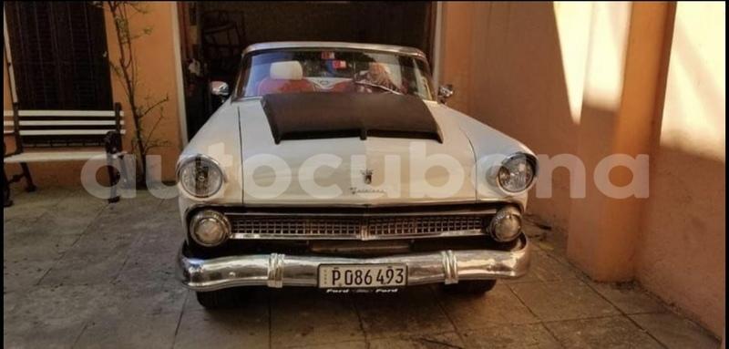 Big with watermark ford crown victoria habana havana 2563